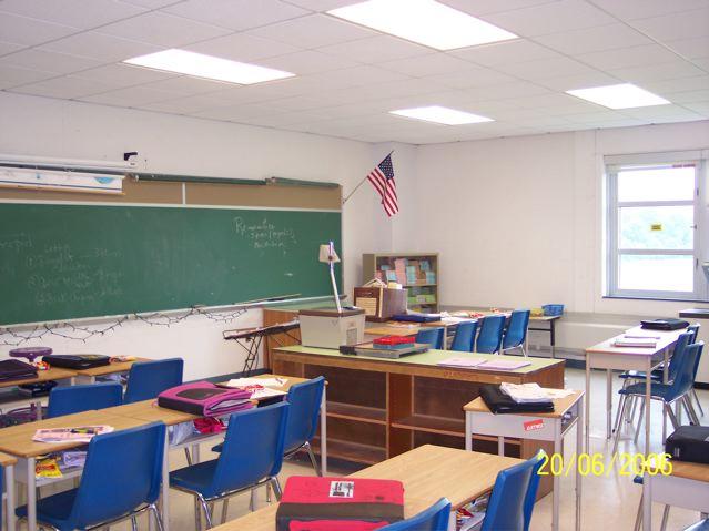 Elementary Classroom Clipart ~ Empty elementary classroom clipart imgkid the